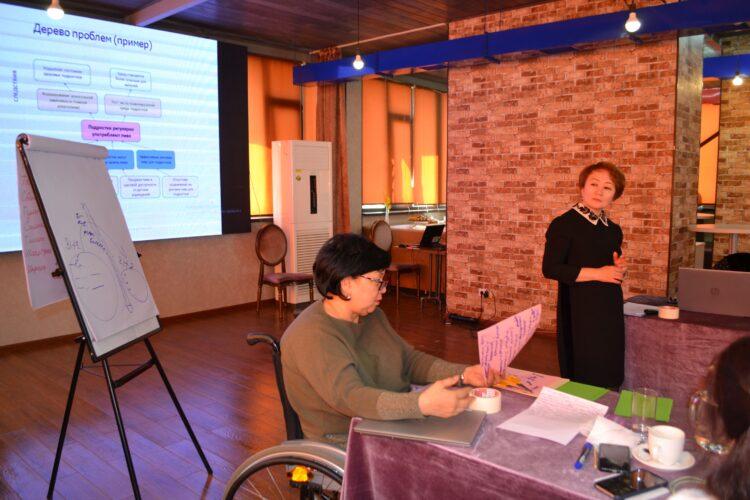 Члены национальной сети «Жаңырык» проходят тренинг по написанию проектных заявок